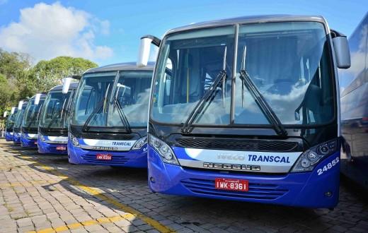 Frota de ônibus Iveco, com carroceria Neobus, pertencente à Transcal