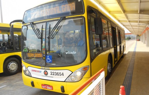 Ônibus em BRT de Brasília