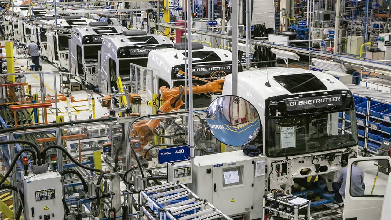 Resultado de imagem para Produção de caminhões e ônibus mantém ritmo de alta